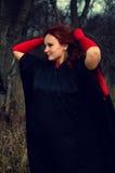 Frau in den roten Handschuhen Stockbild