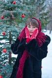 Frau in den roten Handschuhen Lizenzfreie Stockfotografie