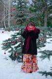 Frau in den roten Handschuhen Lizenzfreie Stockbilder