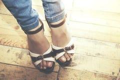 Frau in den Schuhen Stockfoto