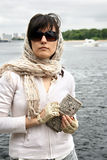 Frau in den Sonnenbrillen Lizenzfreie Stockbilder