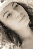 Frau in den Sunbeams lizenzfreie stockbilder