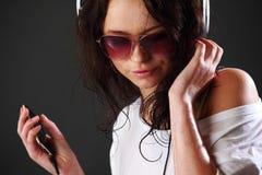 Frau in den Telefonen Stockfotos