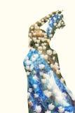 Frau in den weißen Tulpen Lizenzfreies Stockbild