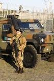 Frau in der Armee Stockfotos