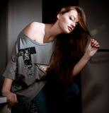 Frau in der Art und Weisekleidung lizenzfreie stockbilder