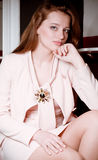 Frau in der Art und Weisekleidung stockfotos