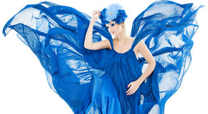 Frau in der blauen Blumen- Krone, im Kleid-flutterin und im Wellenartig bewegen als winfs lizenzfreie stockfotos