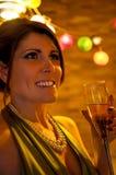 Frau an der Cocktailparty Lizenzfreies Stockfoto