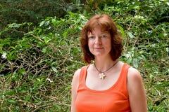 Frau in der Gardenia-Halskette Lizenzfreies Stockfoto