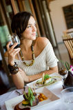 Frau in der Gaststätte Lizenzfreie Stockfotos