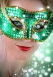 Frau in der grünen Kostüm-Schablone stockfotografie