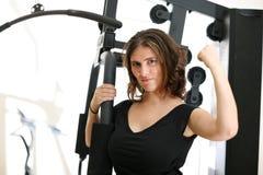 Frau in der Gymnastik lizenzfreies stockbild