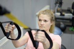 Frau in der Gymnastik Lizenzfreie Stockfotos