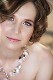 Frau in der Halskette Stockfoto