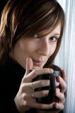 Frau in der Küche Lizenzfreie Stockfotografie