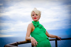 Frau an der Küste Lizenzfreies Stockfoto