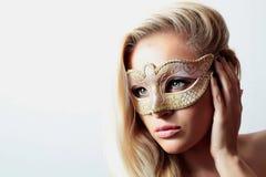 Frau in der Karnevalsmaske Lizenzfreies Stockfoto