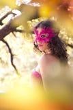 Frau in der Karnevalsschablone. Herbst Lizenzfreie Stockfotos