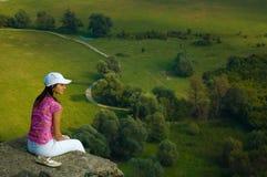 Frau in der Landschaft Stockfotos