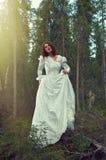 Frau der mystische Wald Lizenzfreie Stockfotografie