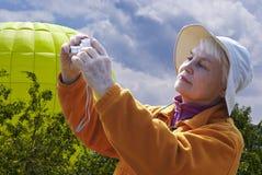 Frau in der Natur Lizenzfreies Stockfoto