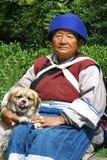 Frau der Naxi Minorität, China Stockfotografie