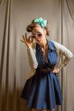 Frau in der Pinupkleidung Lizenzfreies Stockbild