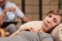 Frau an der Psychotherapie lizenzfreie stockfotos