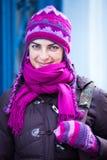 Frau in der rosafarbenen Schutzkappe. Stockfotos