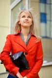 Frau in der Stadt Stockbild