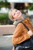 Frau in der Stadt Stockfoto
