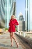 Frau in der Stadt Stockfotos