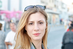 Frau in der Stadt Stockfotografie