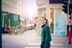 Frau in der Stadt Lizenzfreie Stockbilder