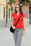 Frau in der Straße Lizenzfreie Stockbilder