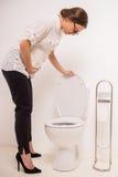 Frau in der Toilette Lizenzfreie Stockbilder