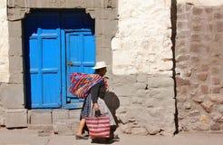 Frau in der typischen Kleidung Lizenzfreies Stockbild