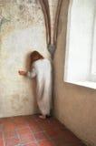 Frau in der Verzweiflung stockbild