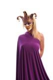 Frau in der violetten Karnevalsmaske Lizenzfreies Stockbild