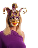 Frau in der violetten Karnevalsschablone Lizenzfreie Stockfotos