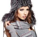 Frau in der warmen Kleidung Lizenzfreies Stockfoto