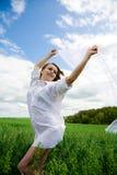 Frau in der weißen Aufstellung Stockfotos