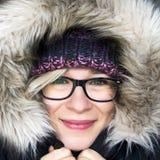 Frau in der Winterhaube Stockbild