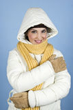Frau in der Winterjacke Lizenzfreie Stockfotos