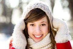 Frau in der Winterszene Stockbilder
