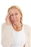 Frau des reifen Alters mit Kopfschmerzen Stockfotografie