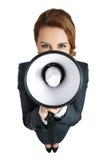 Frau des zweifelhaften Geschäfts, die mit einem Megaphon schreit Stockfotografie