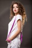Frau, die Übungen mit Seil tut Lizenzfreie Stockbilder