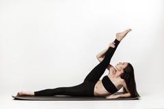 Frau, die Übungen tut Stockfoto